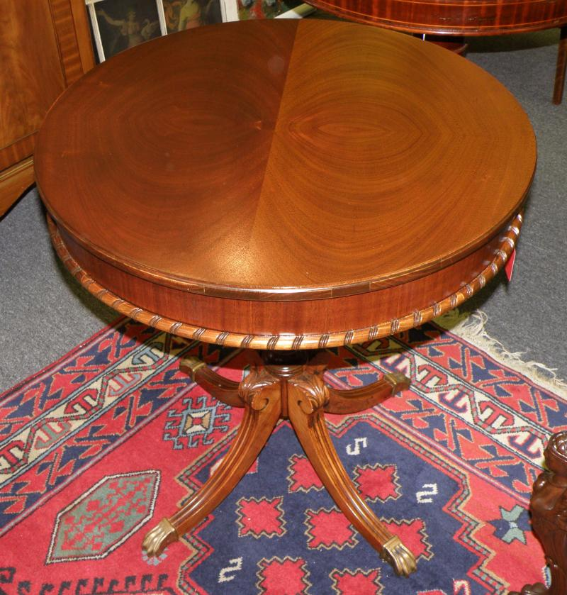 Beautiful round Kidney Mahogony 1942 table by Superior Table Company