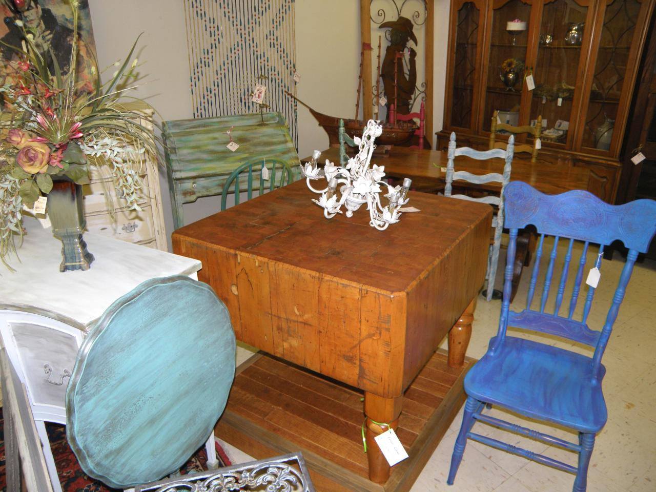 Antique Galleries Of St Petersburg Creating Beautiful Vignettes One Of The Easiest Ways To